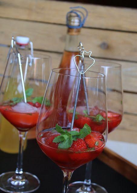 Erdbeer-Hugo (Gourmandises végétariennes) #alcoholicpartydrinks