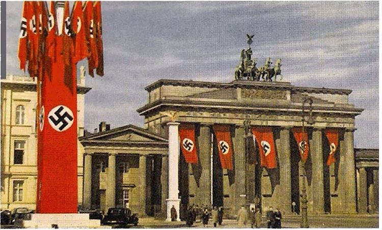 Berliner Color Postcard 1936 The Brandenburg Gate As Symbol Of Berlin The Heart Of Germany It Was Als Brandenburg Gate Brandenburg Architecture Images