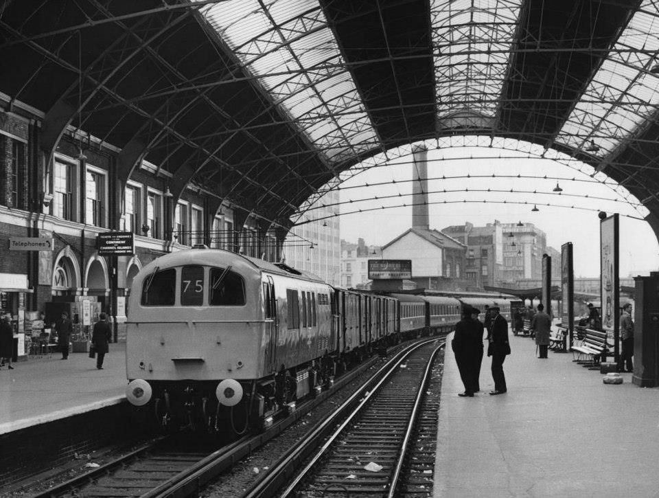 victoria station london 1960 trains and boats and planes pinterest locomotive and britain. Black Bedroom Furniture Sets. Home Design Ideas