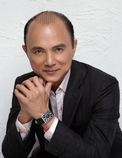 Dato Jimmy Choo Obe Is A Malaysian Fashion Designer Based In The United Kingdom He Is Best Known For Co Founding Jimmy Jimmy Choo Fashion Fashion Jimmy Choo