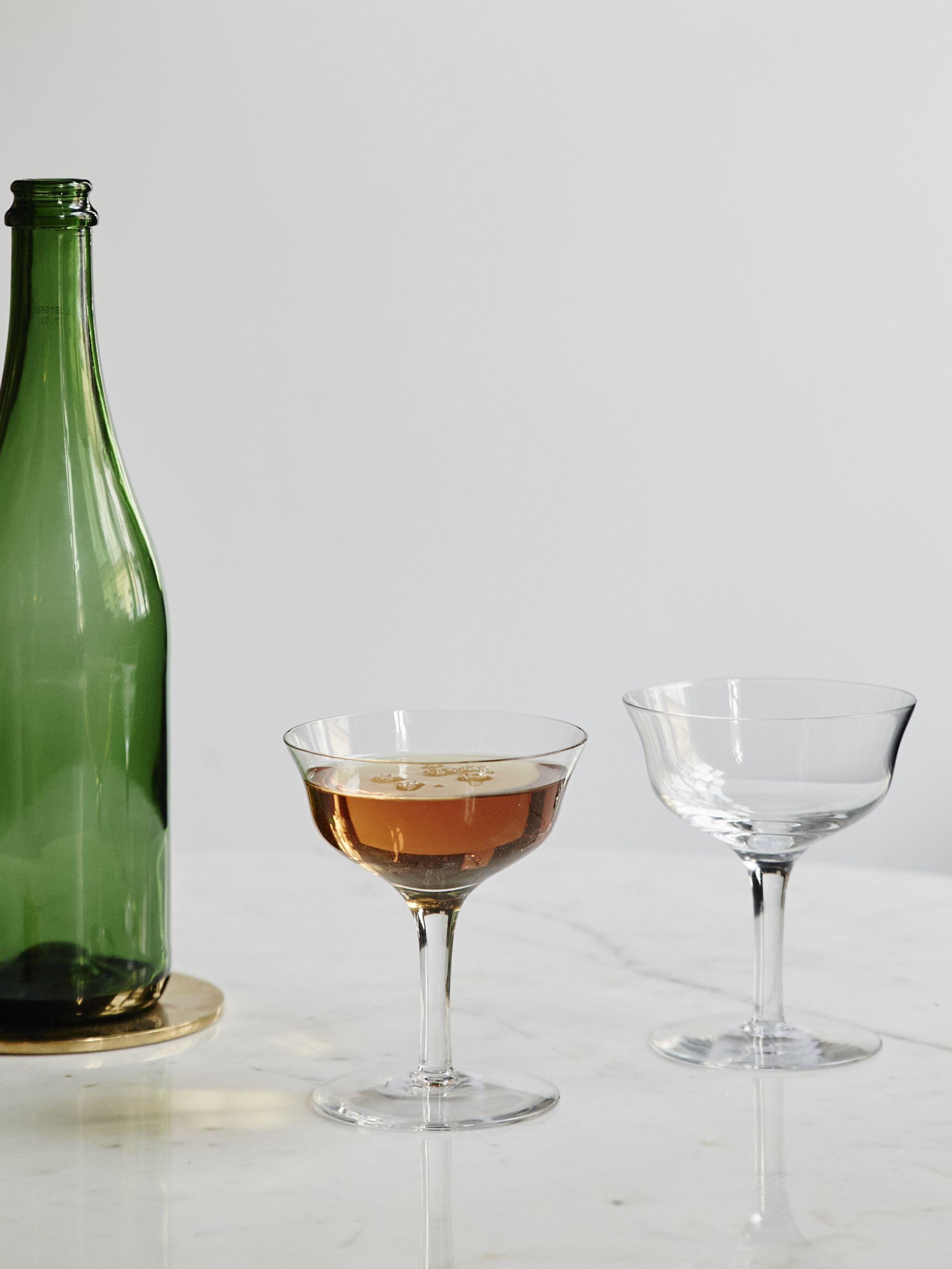 Munblåst champagnekupa i  klarglas.