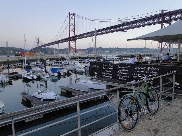 Lisboa é uma encantadora e charmosa cidade que respira história. São vários monumentos, praças, igrejas, parques, excelentes museus, prédios históricos e bairros maravilhosos.#Lisboa http://vamosviajar.net/o-que-fazer-em-lisboa/