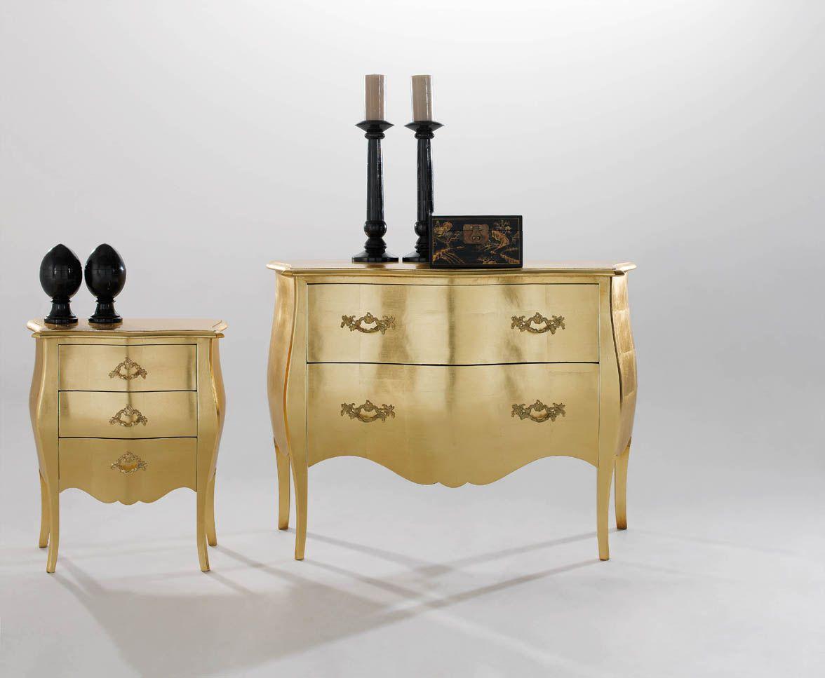 Cómoda y mesita estilo Luis XV , acabadas con pan de oro