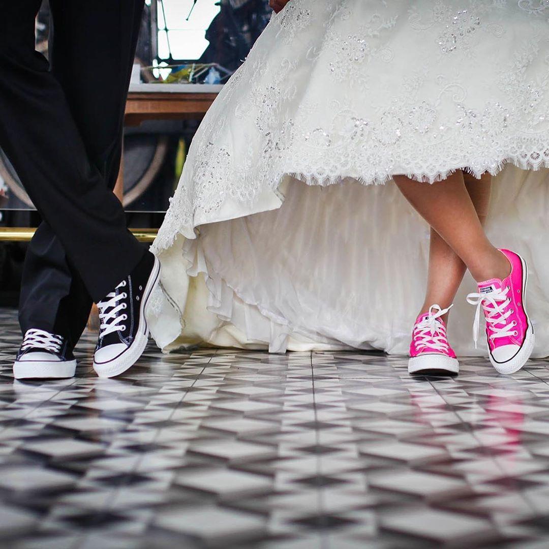 Alte Schule Eiderstedt Auf Instagram Wir Freuen Uns Sehr Unsere Erste Hochzeitsgesellschaft In D Wedding Gown Backless Diy Wedding Dress Column Wedding Gown