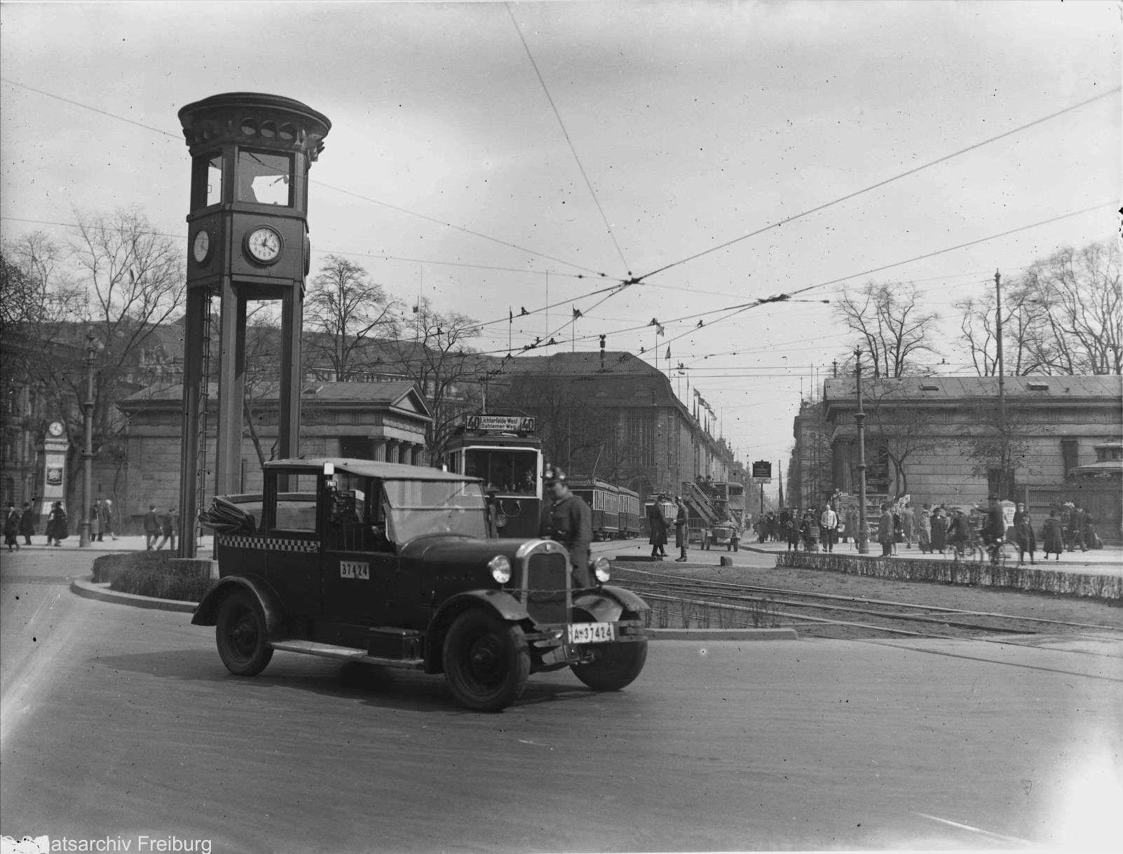 """Leipziger Platz im Hintergrund """"Kaufhaus Wertheim"""" Berlin"""