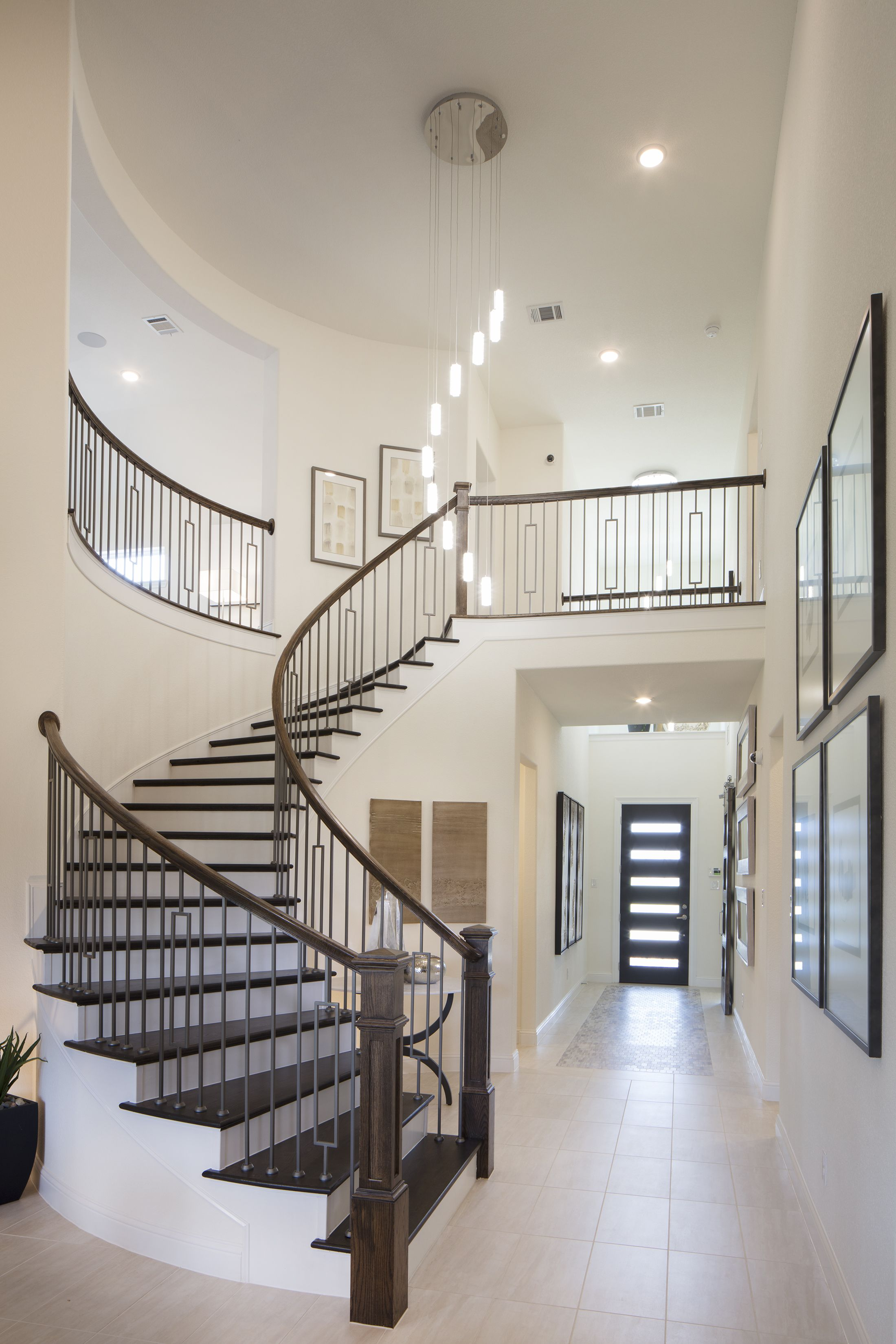 Make A Grand Entrance Every Time Staircase Dreamhome
