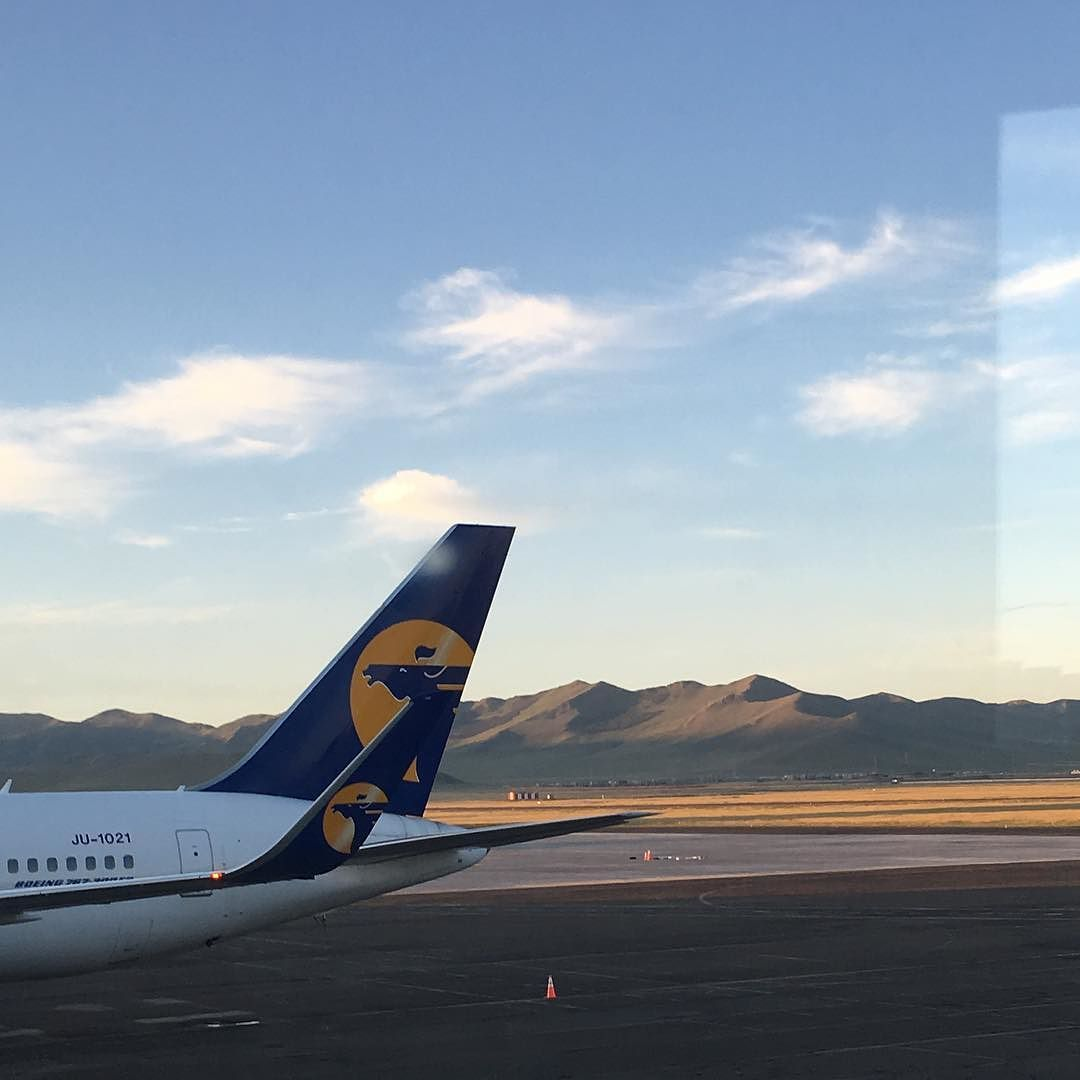 Bienvenue à #ulanbator #mongolie. #soleil #montagnes #Sunrise #mongolia  Just landed in Mongolia!