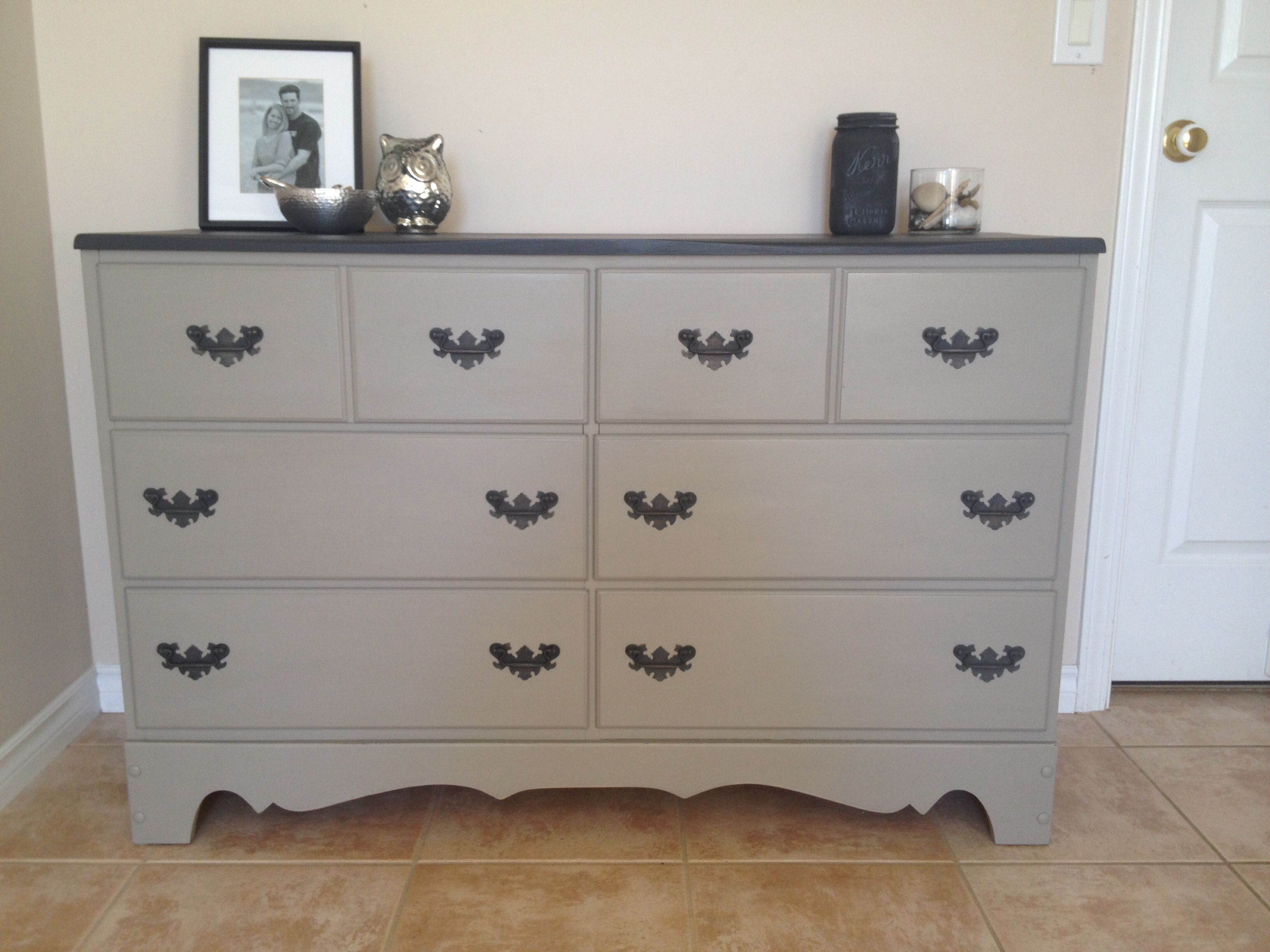 annie sloan chalk painted dresser top is graphite and bottom is french linen my chalk paint. Black Bedroom Furniture Sets. Home Design Ideas