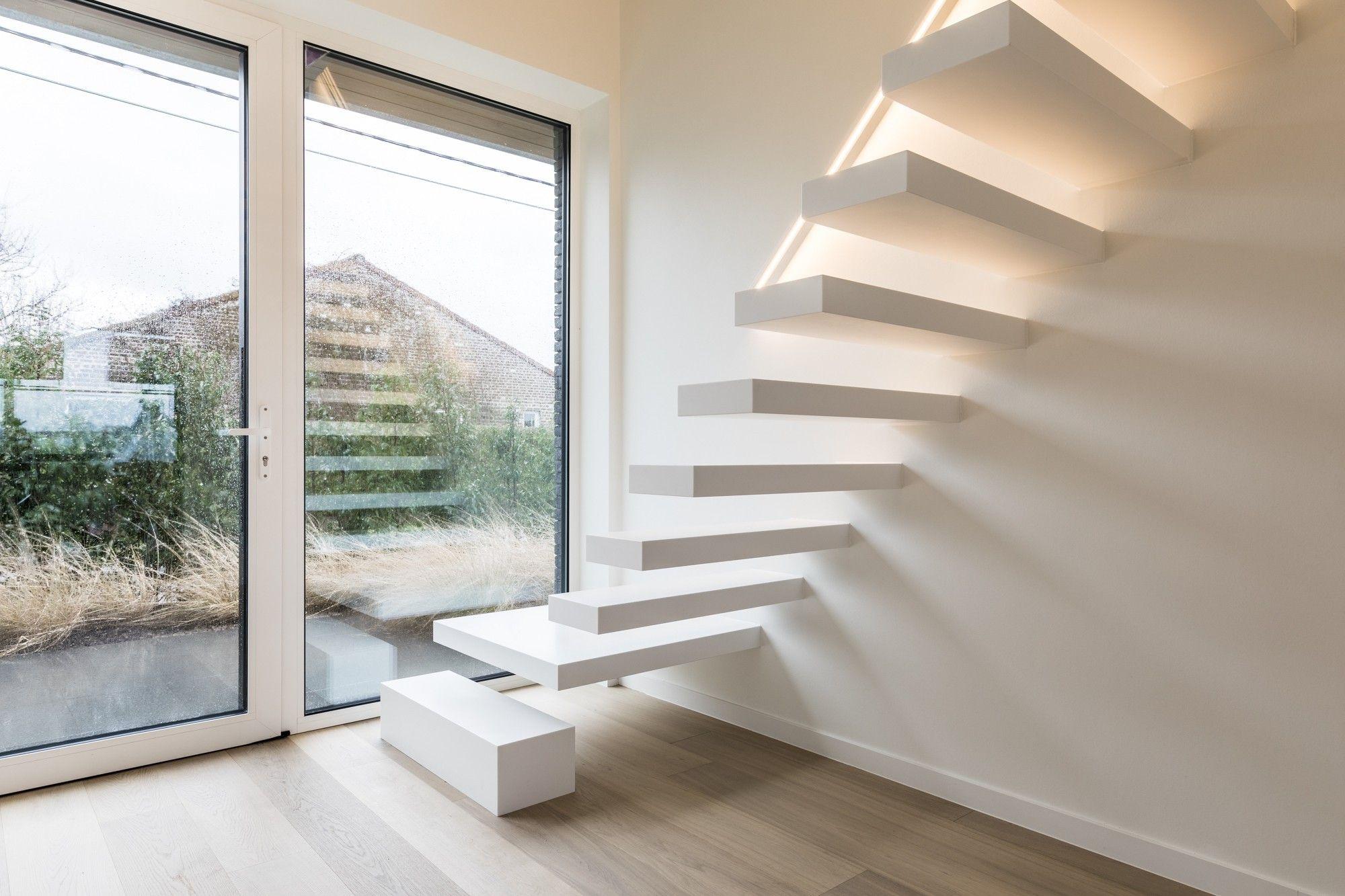 Prijs Zwevende Trap : De wallclimber white is een witte zwevende trap constructie van