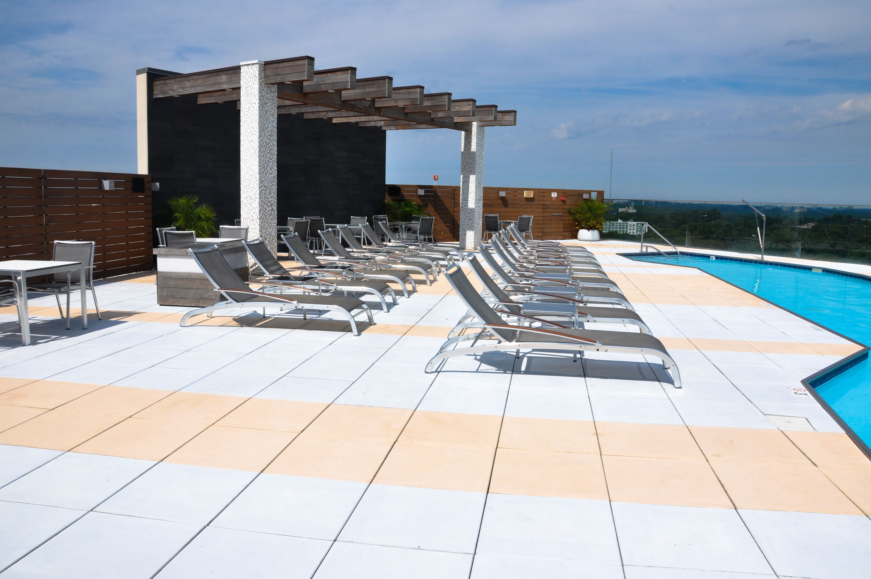 The Point At Silver Spring Apartments Md Resort Style Rooftop Pool Ow Ly Zrqyx Rooftop Pool Apartmentbuildin Rooftop Pool Apartment Building Resort Style