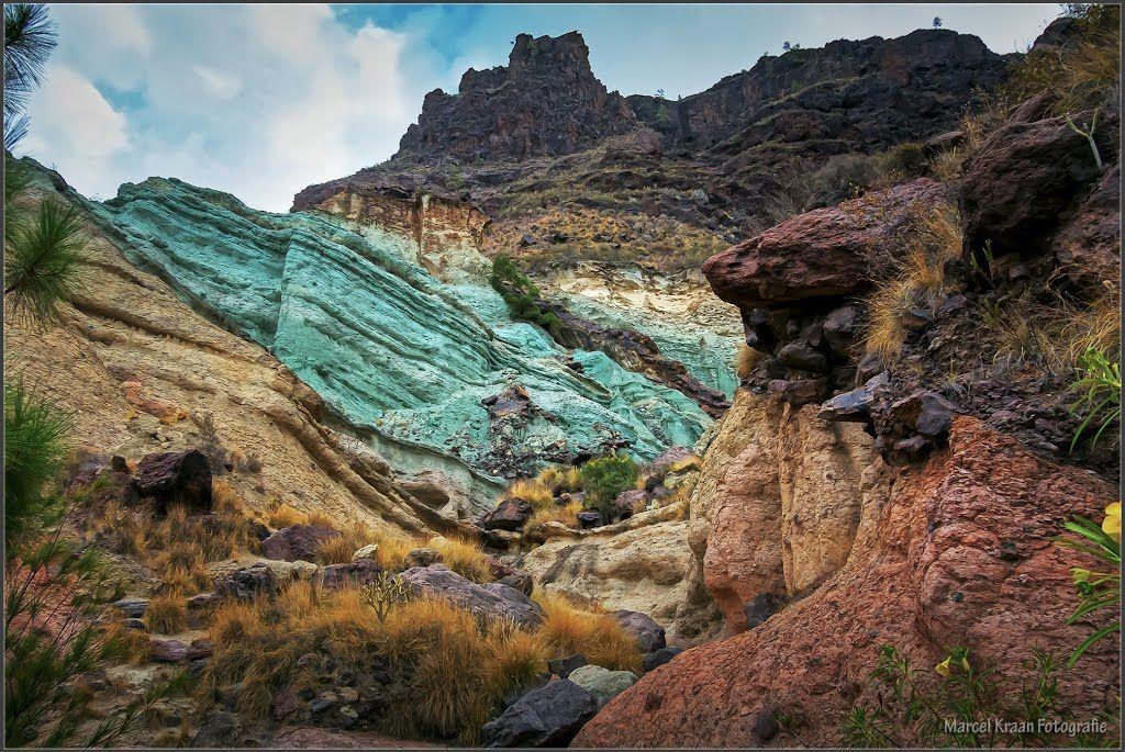 Unusual oxidized rock layers of fuente de los azulejos - Los azulejos gran canaria ...