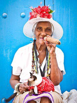 cubanas velhas fumando charutos - Pesquisa Google