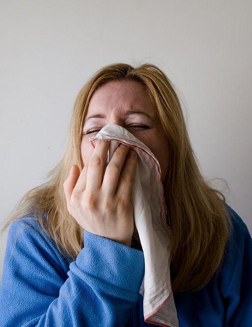 Sie wollen Ihre Erkältung schnell loswerden? Hausmittel und Tipps helfen ganz ohne Medikamente. Hier finden Sie die besten natürlichen Erkältungsmittel!