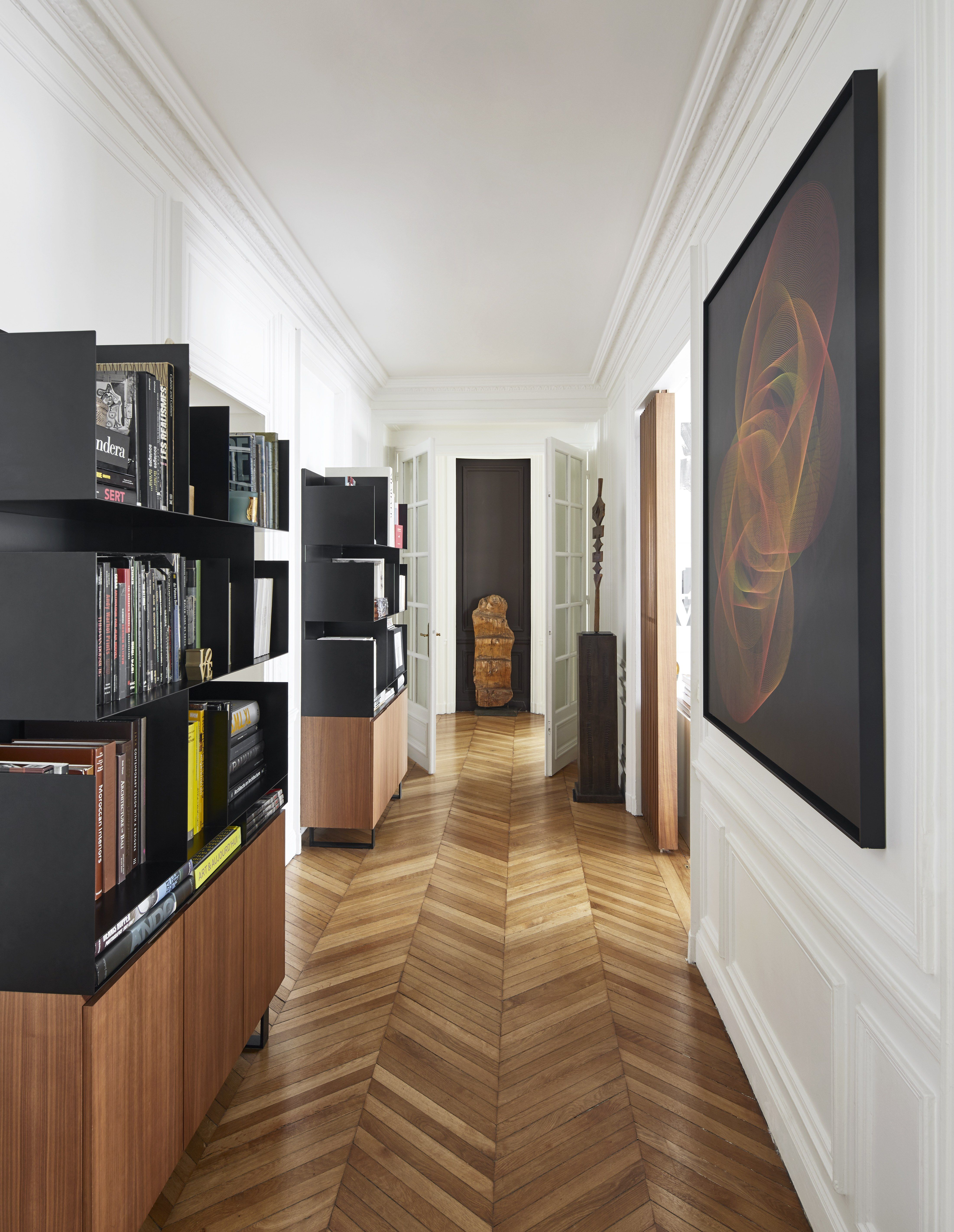 Salon-spiegel-designs tour a paris home where impactful art and innovative design create