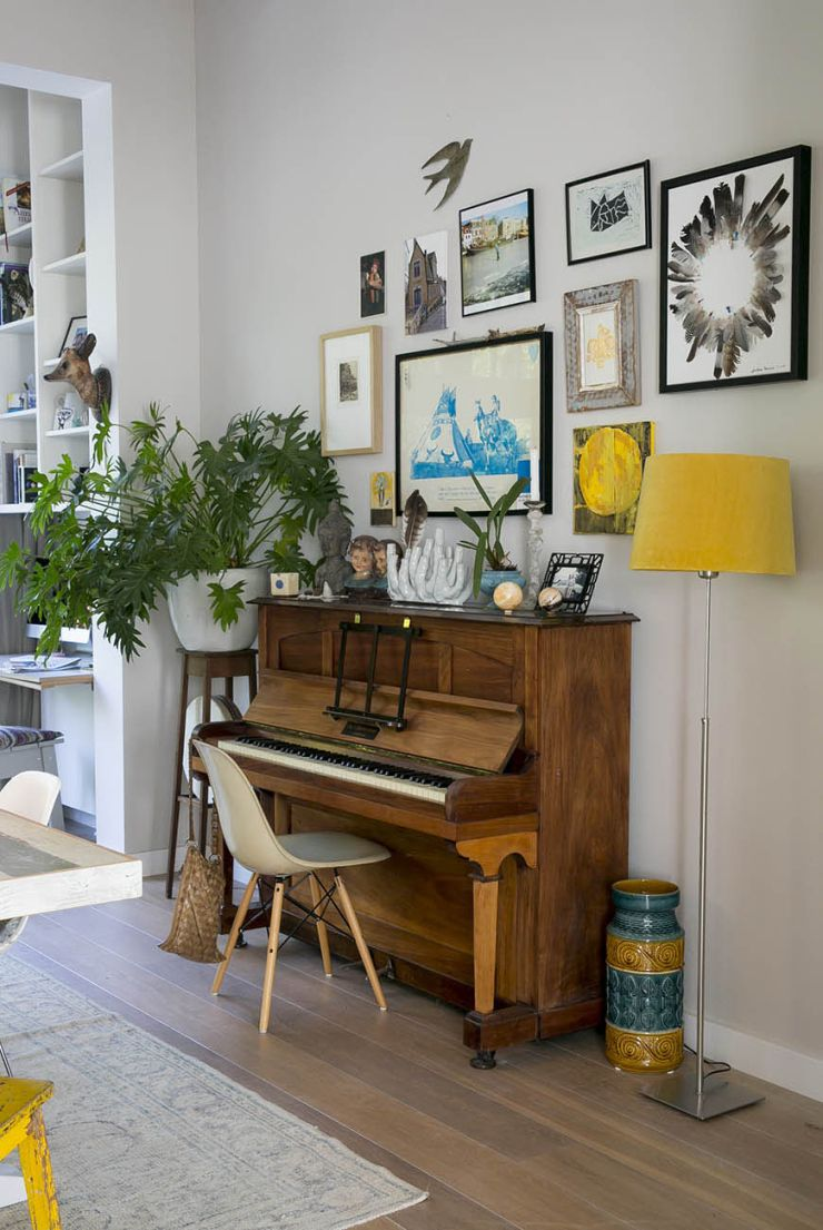 Zo Style Je De Piano In Huis Interior Junkie Piano Decor Piano Woonkamers Thuis Woonkamer