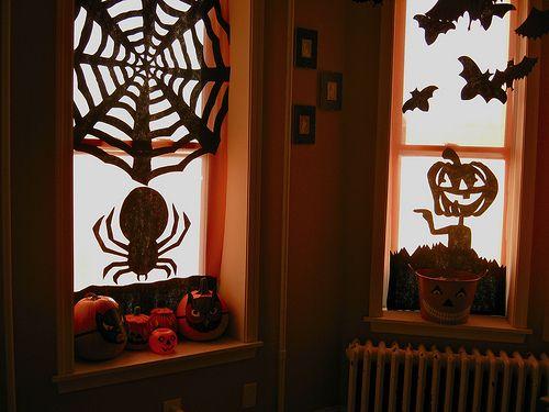 Halloween window decor #halloween #holiday Halloween Pinterest