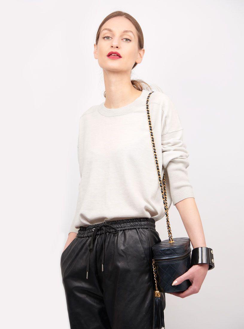1e98d51bc05 4-ways-style-vintage-chanel-vanity-bag | VINTAGE CHANEL BAGS ...