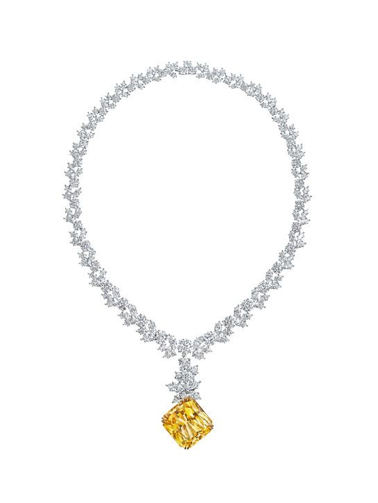Photo: The Harry Winston 51.94 carat yellow sapphire necklace worn by Kate Hudson in 2003 film How to Lose a Guy in 10 Days