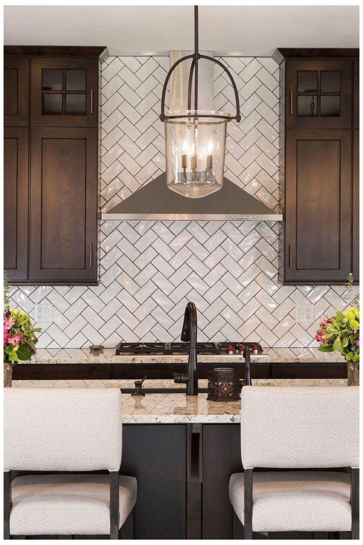 Kucheideen Kitchen Backsplash With Dark Cabinets In 2020 Backsplash With Dark Cabinets Kitchen Backsplash Designs Brown Kitchen Cabinets