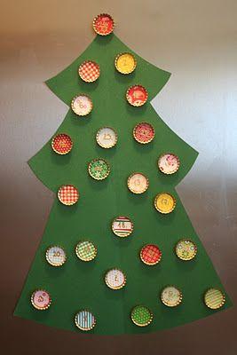 C mo hacer un rbol navide o con cartulina y tapas de - Decoracion de arboles navidenos para ninos ...