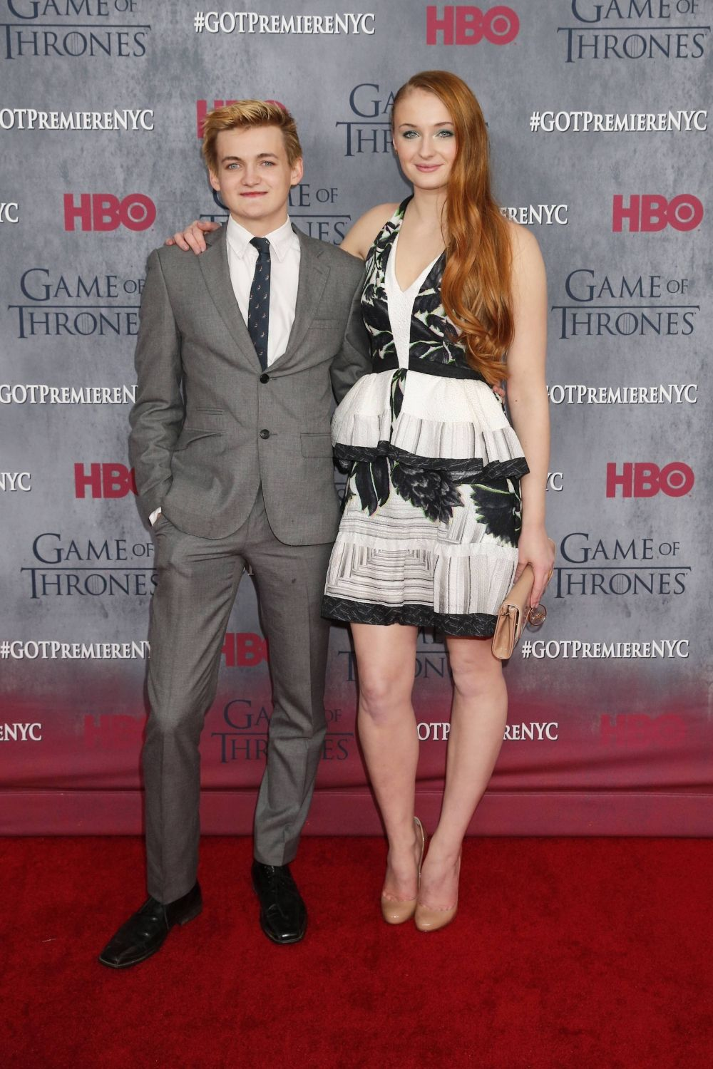 ¿Cuánto mide Sophie Turner? - Altura - Real height 455c28b26aa12444f5c81435a81758d0