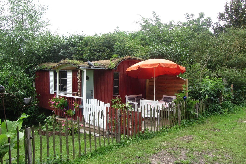 Gemutlicher Bauwagen Im Garten Mit Duschbad Wohnwagen Zur Miete In Stocksee Bauwagen Haus Mieten Ferienwohnung Harz