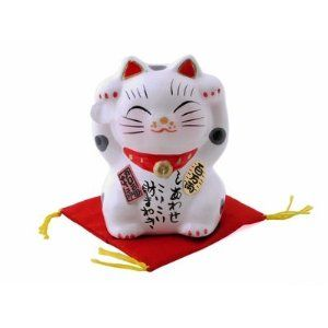I find #ManekiNeko adorable. And i dont even like #cats