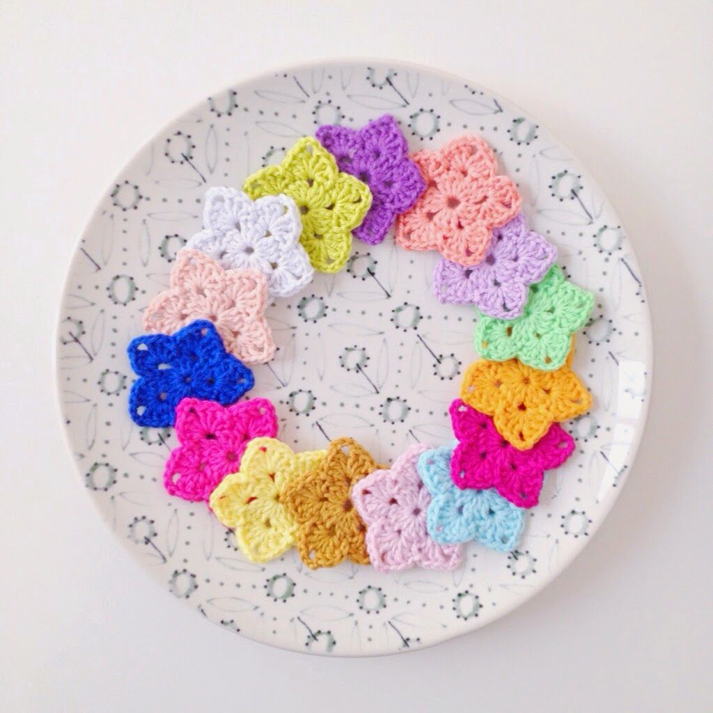 Granny Stars - free pattern here: http://thestitchinmommy.com/2014/06/crochet-granny-star.html thanks so for sharing xox ☆ ★   https://www.pinterest.com/peacefuldoves/