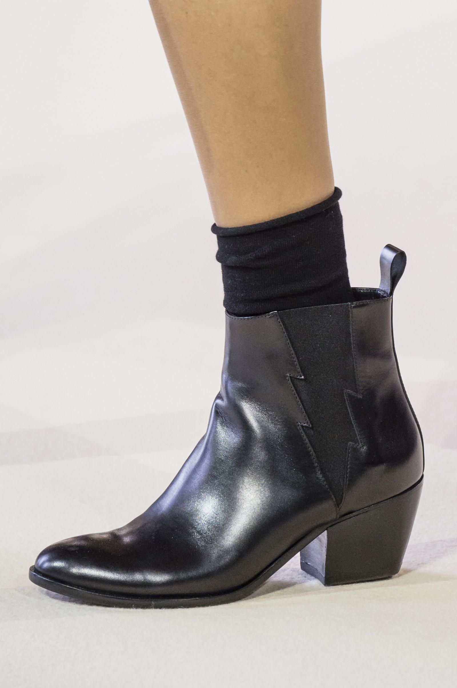 Le scarpe più furbe delle tendenze moda Autunno Inverno 2018 2019 ... a5a9d95efad