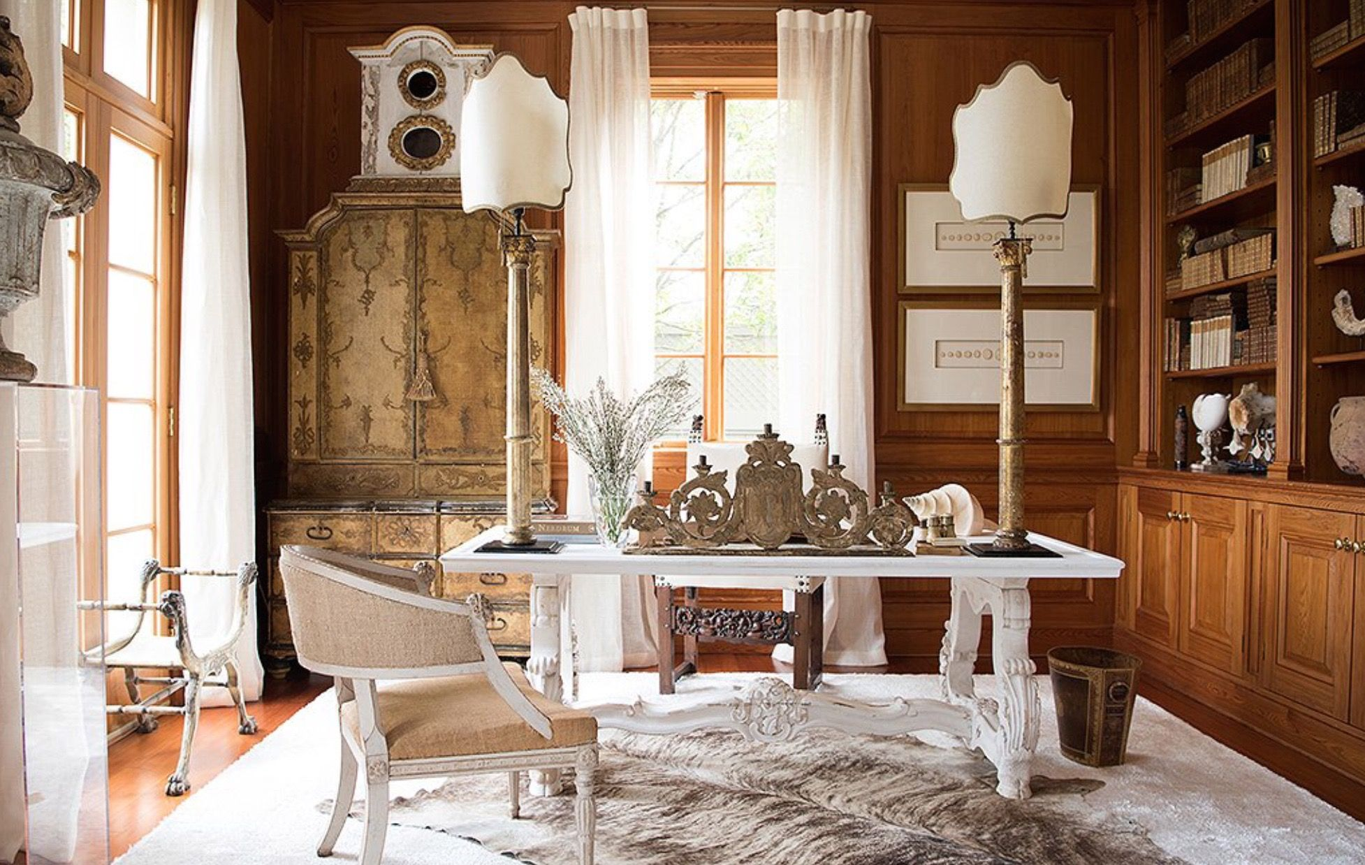 ECLECTIC NEUTRAL TONES IN A TRADITIONAL HOME