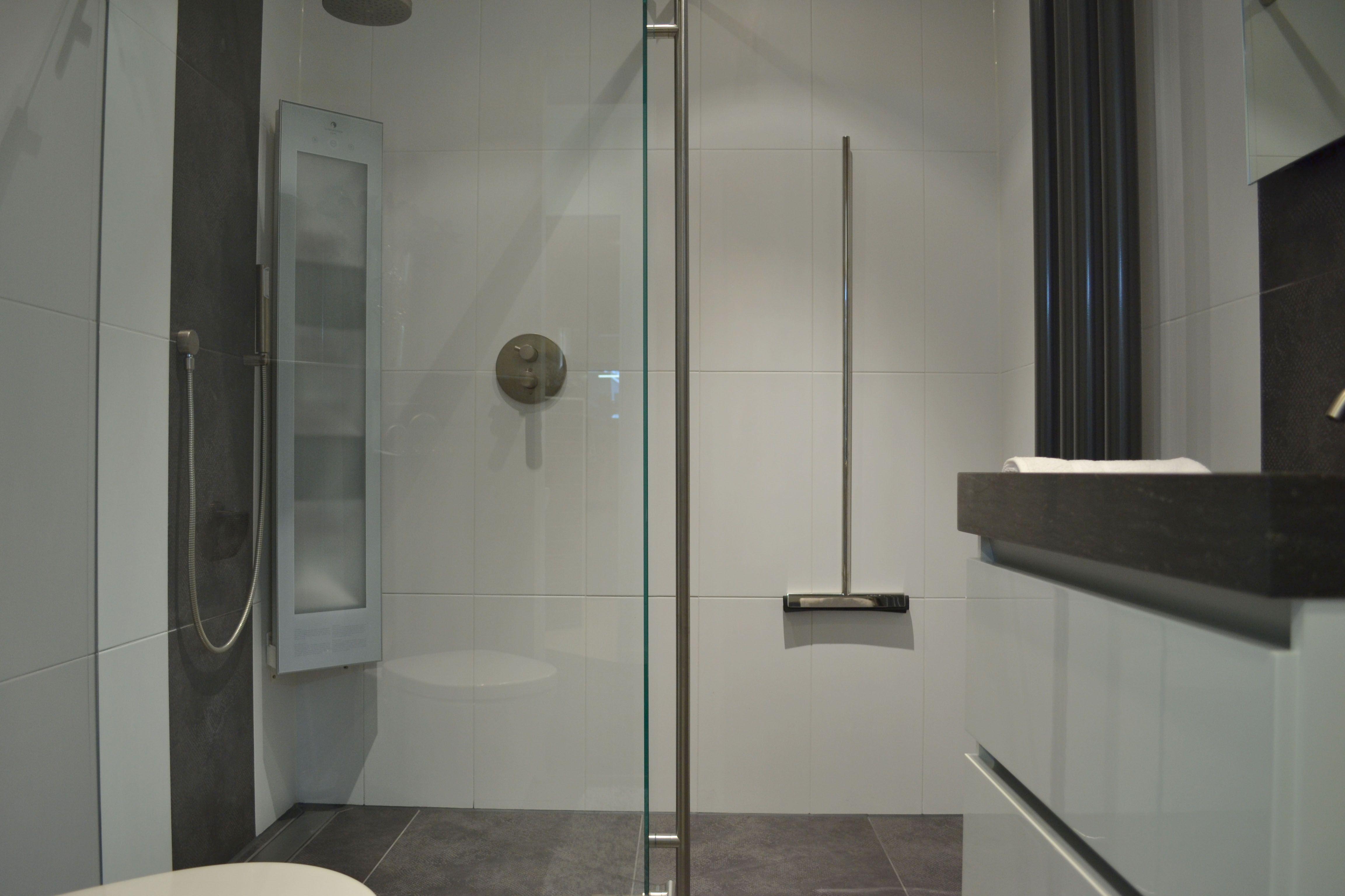 Badkamer Pimpen Badkamerverlichting : Badkamerverlichting rvs born stoere badkamer met rvs hout en