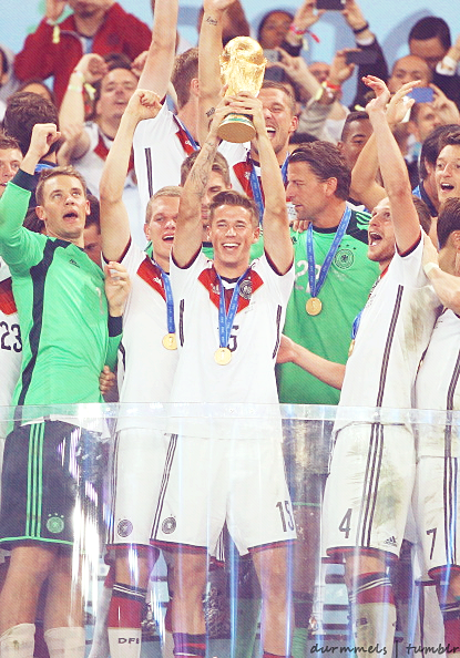 Erik Durm holding the cup yes!
