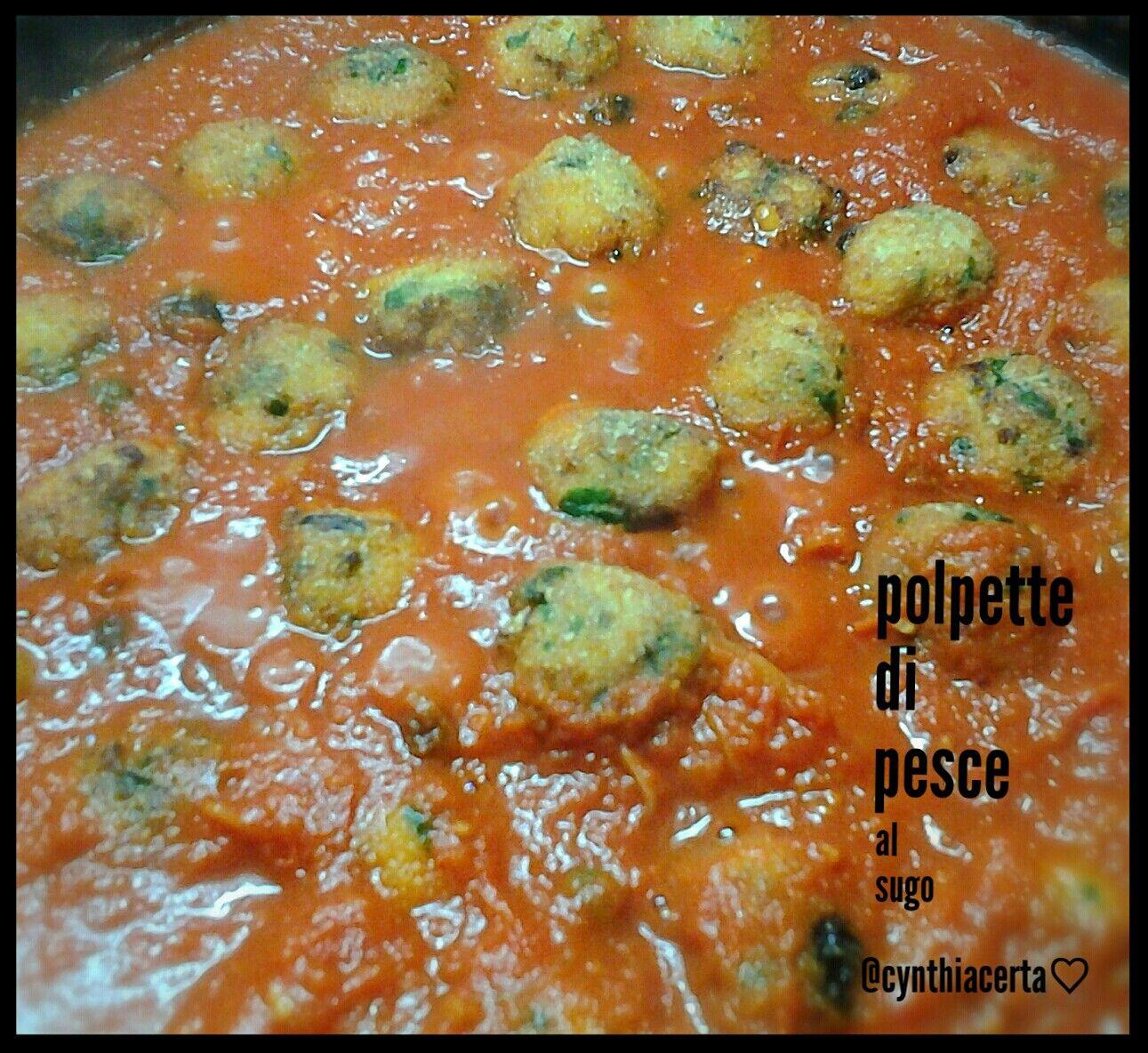 Polpette di pesce al sugo di pomodoro, capperi, olive nere, uvetta e pinoli....piatto della tradizione siciliana. Homemade recipe&photo @cynthiacerta♡