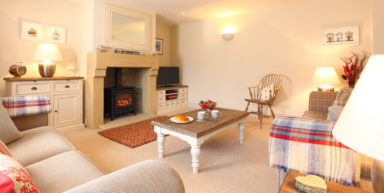 Sandpiper boutique style luxury holiday cottage near the sea for 8