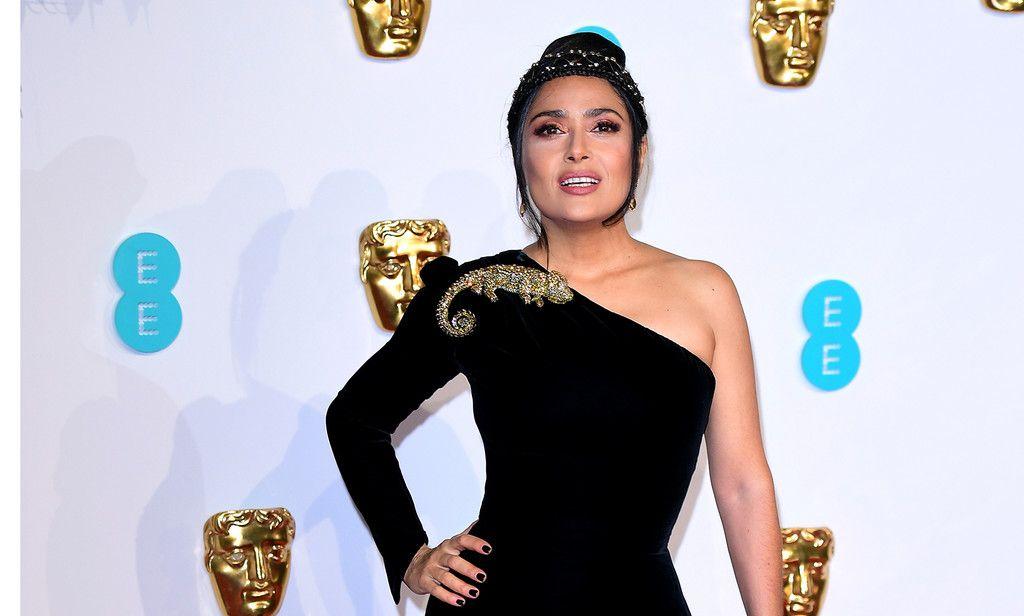eee4ad5836 Premios BAFTA 2019  Salma Hayek nos demuestra que menos es más con un  perfecto vestido