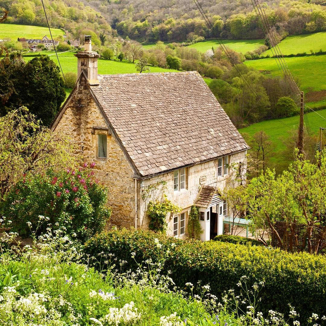 Welcome To Rose Cottage In The Village Of Slad Gloucestershire It Was The Former Home Of Lau Countryside House English Country House English Country Cottages