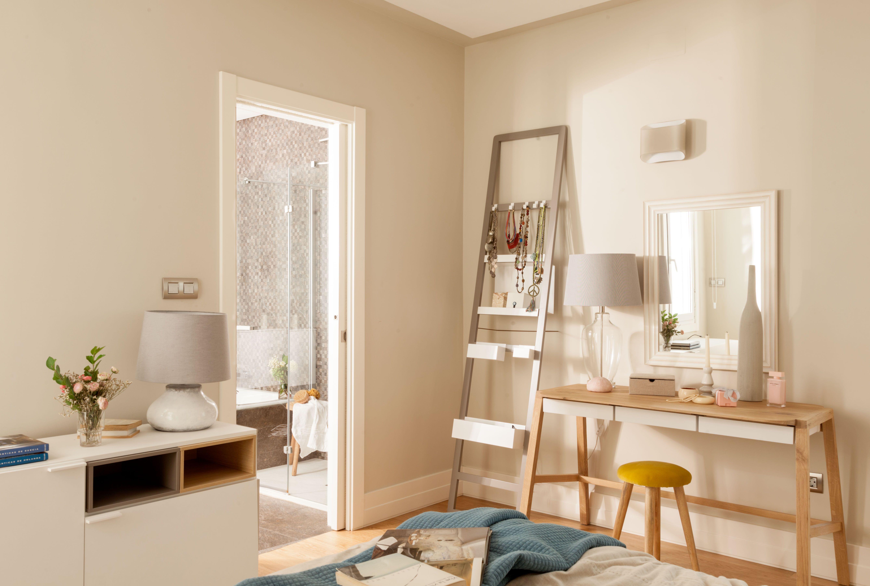 Detalle De Zona Tocador Con Muebles Para Complementos En  # Muebles Empapelados