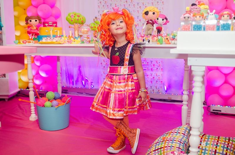 Aniversariante em festa pink Lalaloopsy