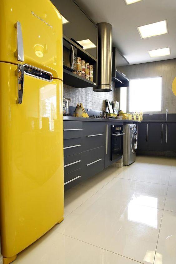 Cozinhas pequenas decoradas com tons de amarelo.   decoração ...