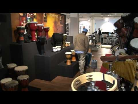 MusicStore Neueröffnung Teaser- Plain and simple music store in Germany, mostly pans. It is not the style that I want but gives me an idea of setups of certain products. With the subjects talking about it