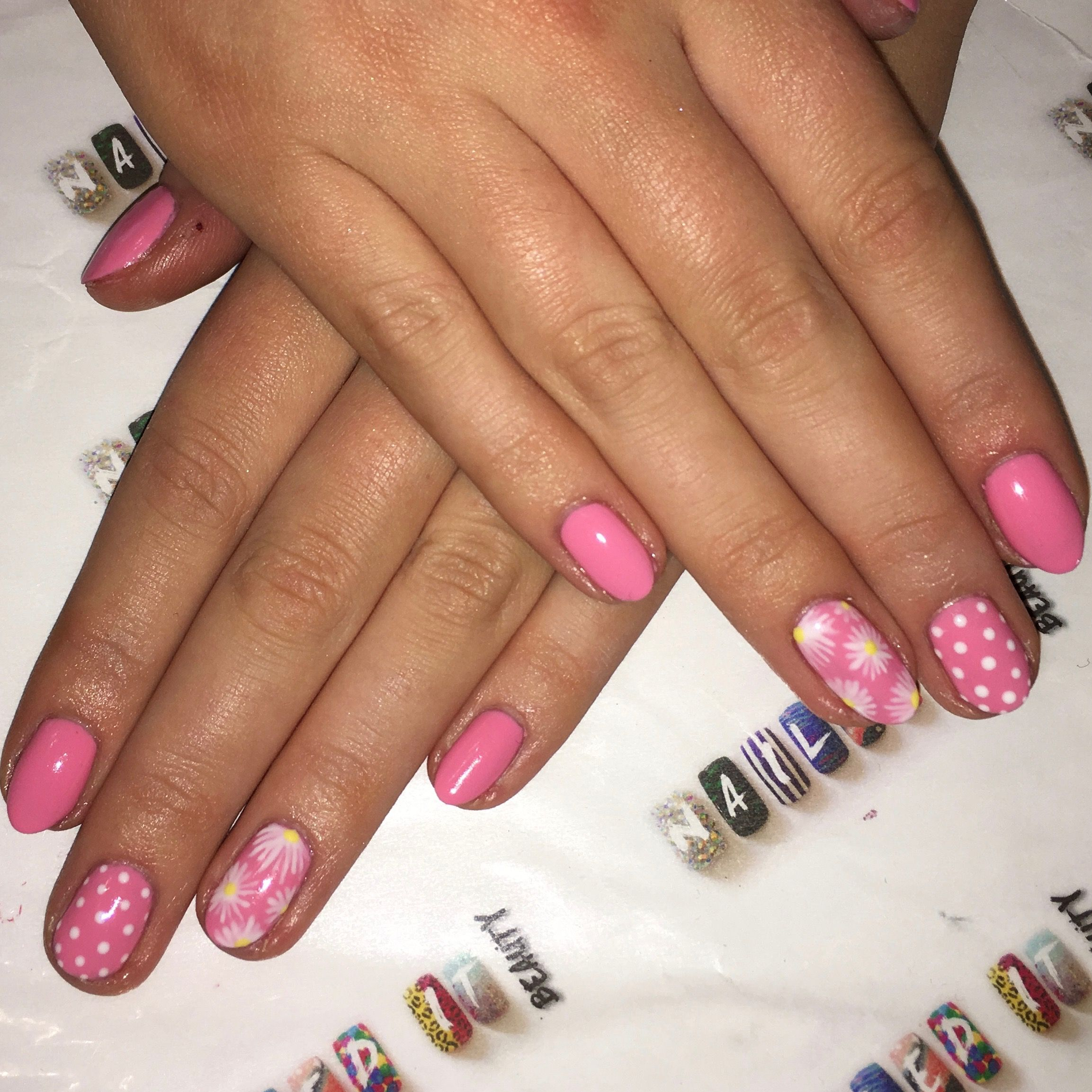 Pink spring gel polish nails with floral daisies and spotty nail art pink spring gel polish nails with floral daisies and spotty nail art izmirmasajfo