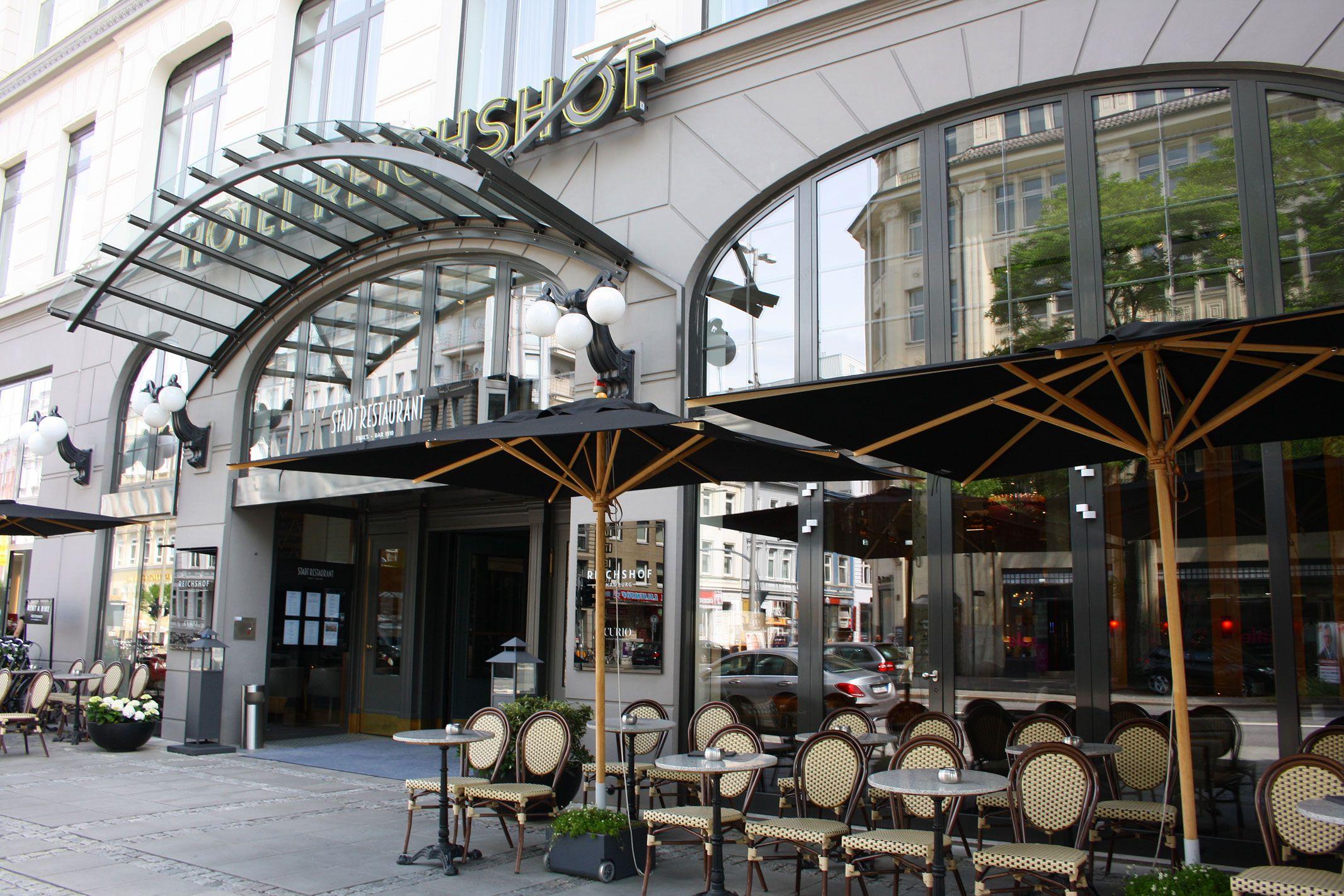 Eingang Hotel Reichshof im Zentrum von Hamburg, Foto
