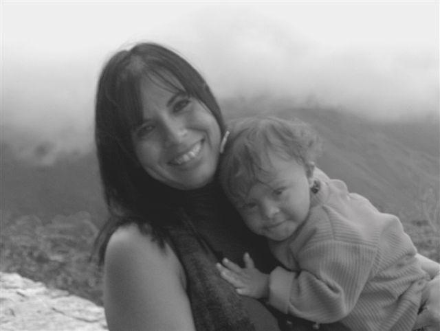 Foto de mamá e hijita con síndrome de Down