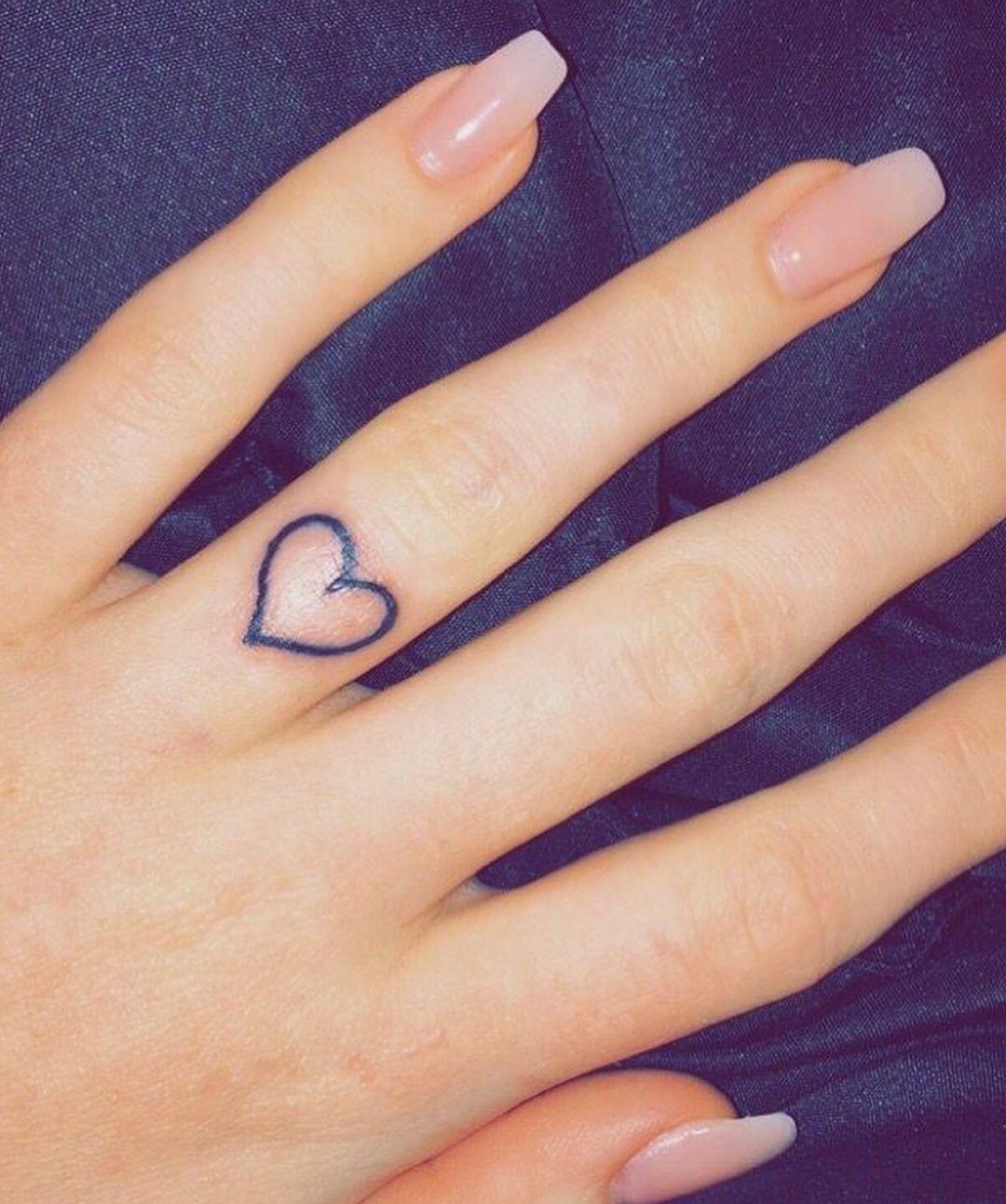 Pinterest Nissadadon 👑 Heart tattoo wrist, Heart