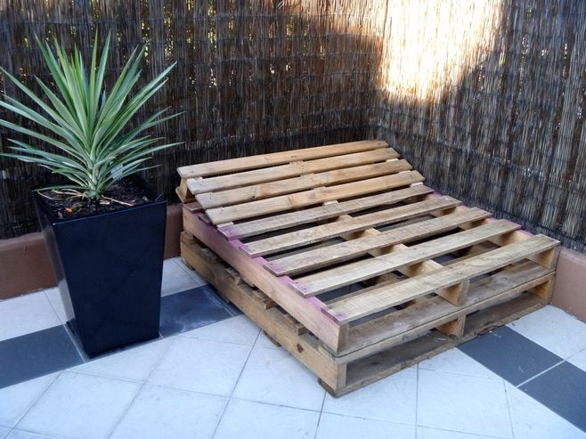 How to build a pallet day bed in 4 easy steps freckles for How do you make a pallet bed