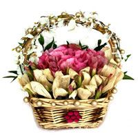 Send a perfect gift to your dear wife for this Christmas through Fnp.com. We offer a huge range of gifts for wife like as chocolate, cakes, cookies, dry fruits, soft toys and more. http://www.fnp.com/flowers/christmas-gifts-for-wife/--clI_2-cI_3031.html