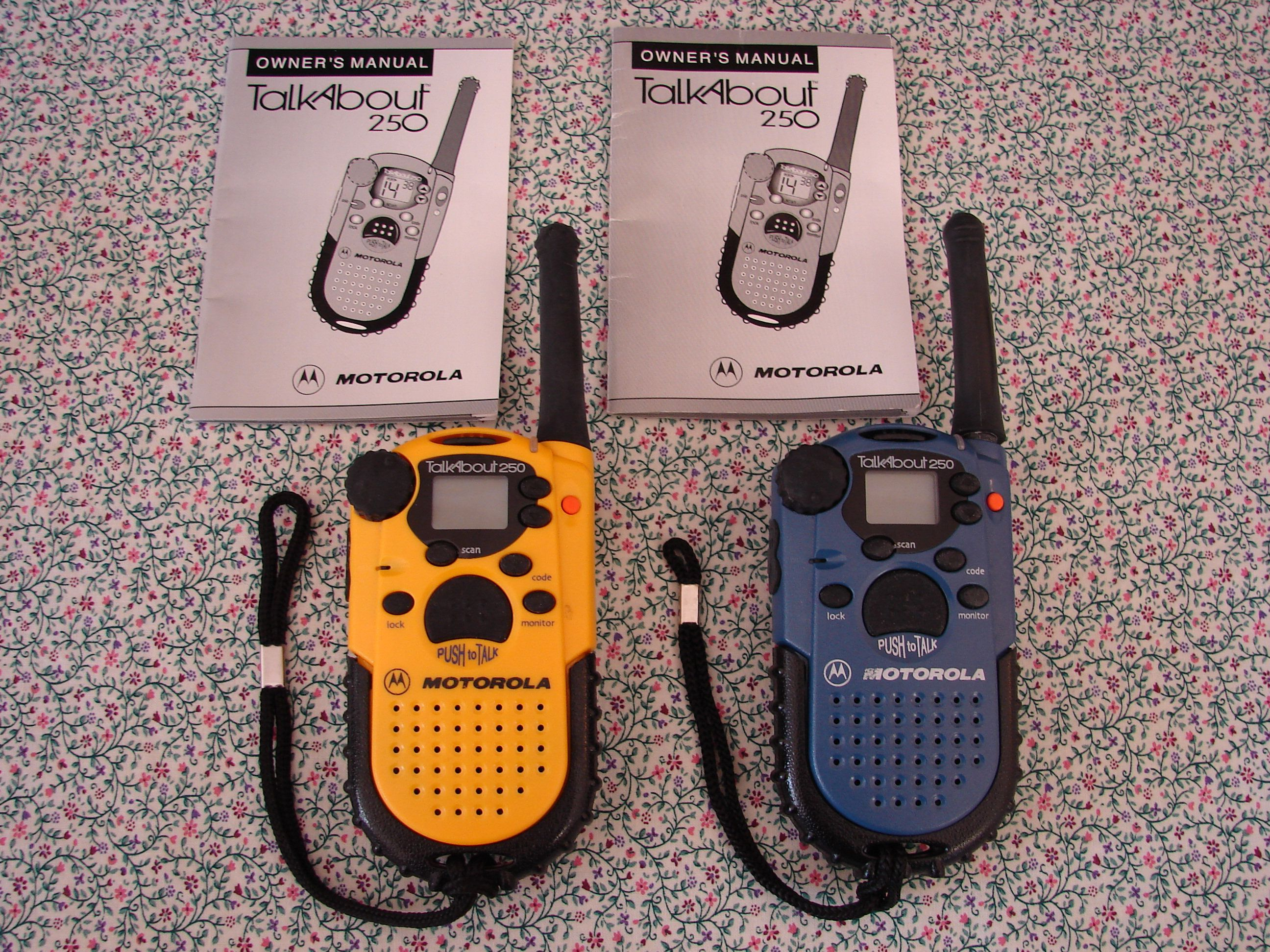 motorola talkabout 250 set of handheld walkie talkies 2 mile range rh pinterest ca