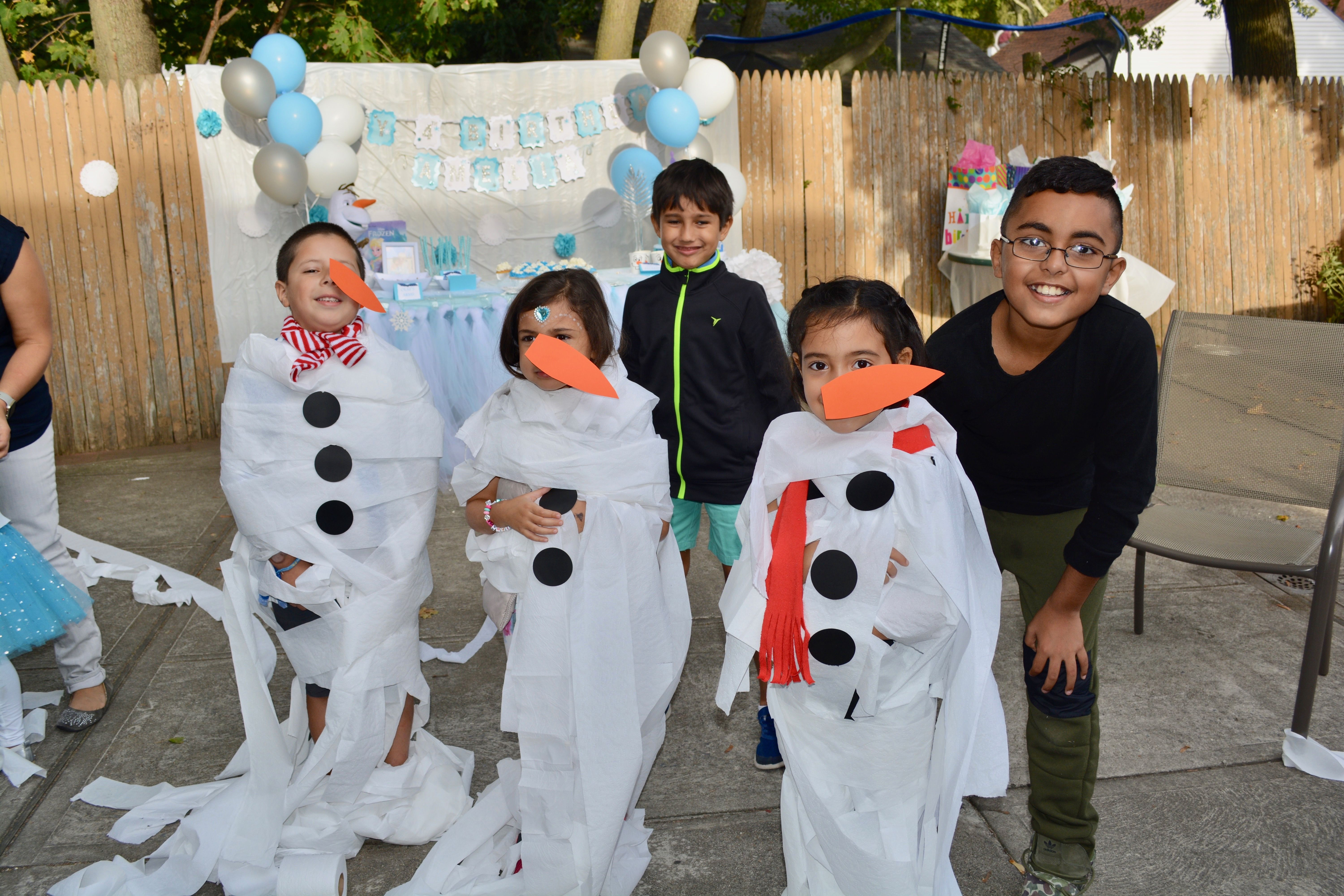 How to Prep the Ultimate Frozen Themed Birthday Party - Prep and Shine #frozenbirthdayparty