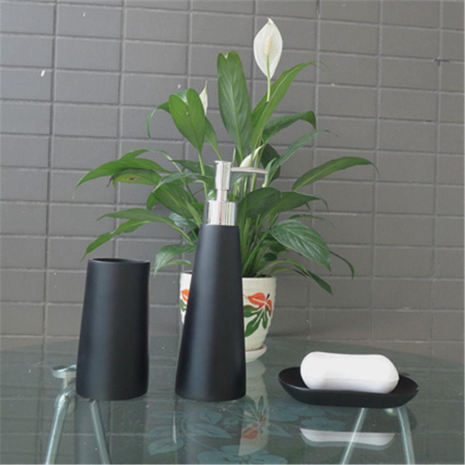 Elegant Black Polyresin Bathroom Accessories Set