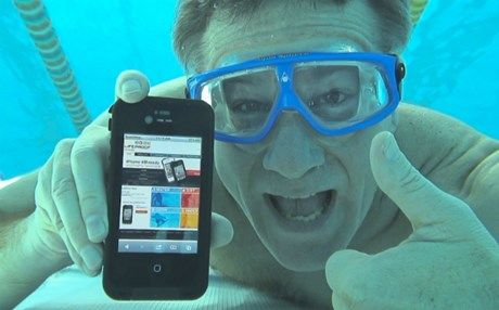 Tι να κάνετε αν το iPad ή iPhone σας κάνει βουτιά στο νερό